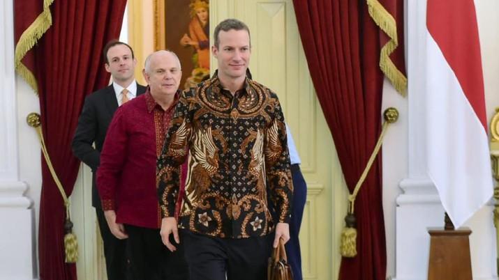 CEO International Development Finance Corporation (IDFC), Adam S Boehler dan Duta Besar Amerika untuk Indonesia Joseph R. Donovan Jr.saat di Istana Merdeka, Jakarta, Jumat (10/01/2020). (Biro Pers Sekretariat Presiden/Muchlis Jr)
