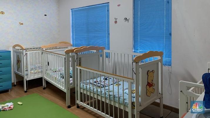 Biaya tarif daycare di Jakarta dengan segala tetek bengeknya dalam setahun bisa mencapai Rp 70 juta - Rp 75 juta, setara biaya sekolah standar internasional.