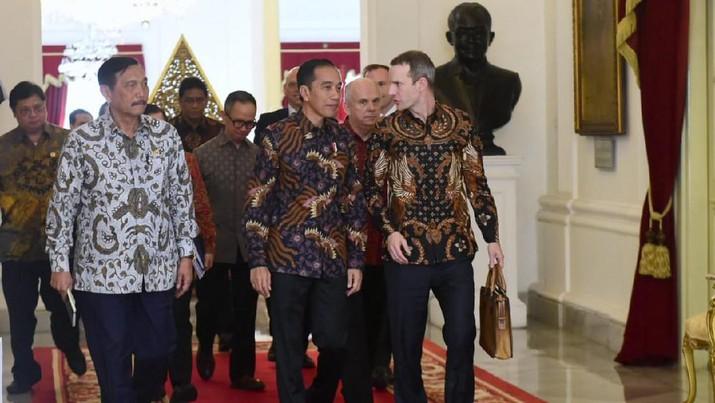 Presiden Joko Widodo menerima CEO International Development Finance Corporation (IDFC), Adam S Boehler dan Duta Besar Amerika untuk Indonesia Joseph R. Donovan Jr. di Istana Merdeka, Jakarta, Jumat (10/01/2020). (Biro Pers Sekretariat Presiden/Muchlis Jr)