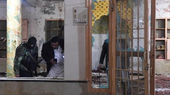 ISIS sendiri telah mengklaim berada di balik pemboman yang menewaskan 15 orang tersebut. (Photo by BANARAS KHAN / AFP)