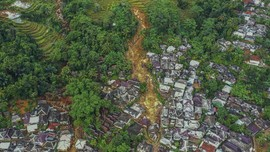Belah Bukit dan Flying Fox buat Desa Terisolasi Longsor Bogor