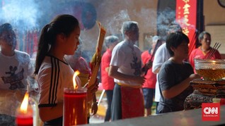 Tradisi Ketok Pintu Awali Pasar Imlek Semarang