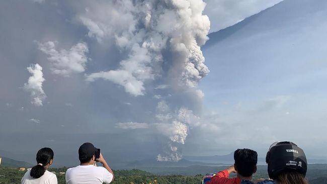 Gunung Taal di Filipina Erupsi, Bandara Ditutup