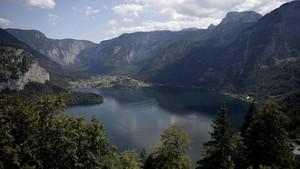 FOTO: Desa Frozen di Austria yang 'Dikeroyok' Turis