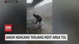 VIDEO: Angin Kencang Terjang Rest Area Tol Cipali