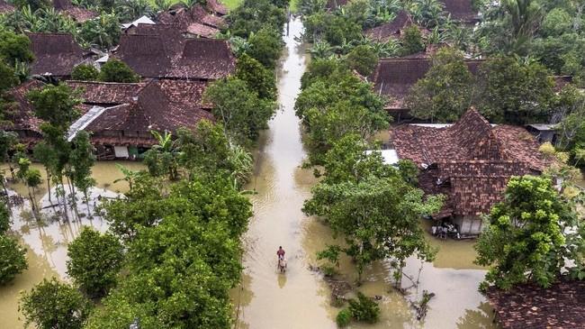 Menurut data BPBD Demak perSabtu (11/1/2020), pengungsi korban banjir di wilayah itu mencapai sekitar 2.767 jiwa yang tersebar di sejumlah titik pengungsian ANTARA FOTO/Aji Styawan