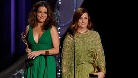 Tina Fey dan Amy Poehler Diminta Pandu Golden Globe 2021