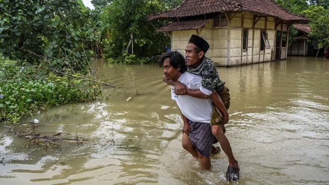 Tanggul Sungai Tuntang di Desa Trimulyo, Guntur, Kabupaten Demak, Jawa Tengah, Sabtu (11/1) lalu Jebol. ANTARA FOTO/Aji Styawan