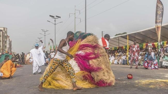 Di Benin, voodoo adalah hal yang benar-benar normal. Hari Voodoo menjadi libur nasional, dan bahkan ada museum nasional Voodoo. (Yanick Folly/AFP)