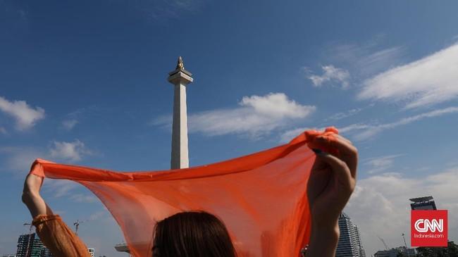 Monumen Nasional terletak tepat di tengah Lapangan Medan Merdeka, Jakarta Pusat. (CNNIndonesia/Safir Makki)