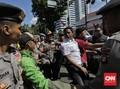Polisi Angkut Sejumlah Orang saat Demo di Balai Kota