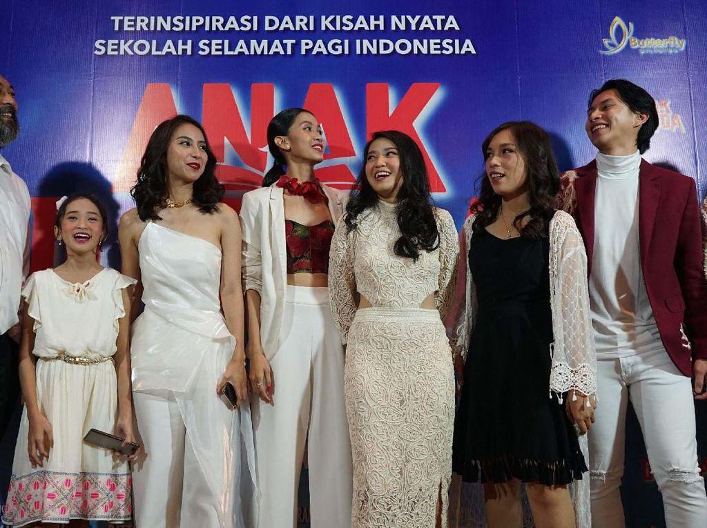 Namun lulusan SPI mampu bersaing dengan lulusan sekolah lainnya di Indonesia dan mampu memutus mata rantai kemiskinan keluarganya.