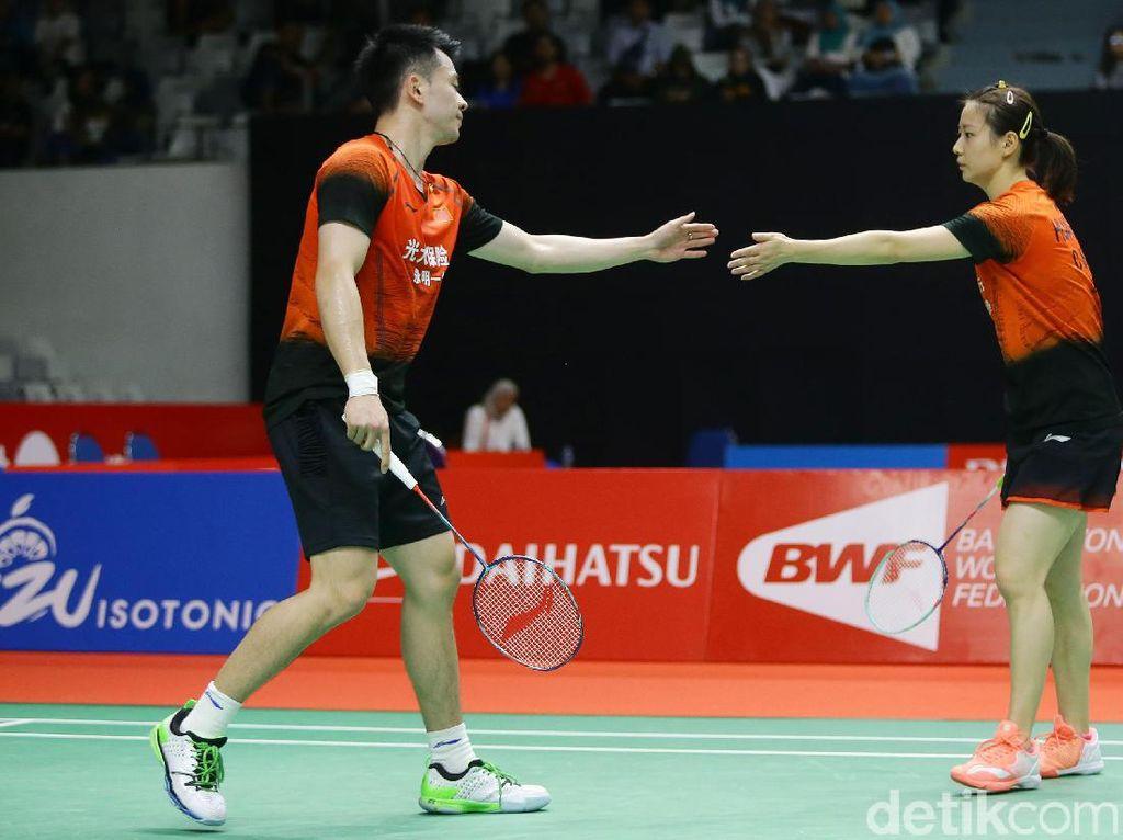 Pasangan China Zheng Si Wei/Huang Ya Qiong melaju ke babak kedua.