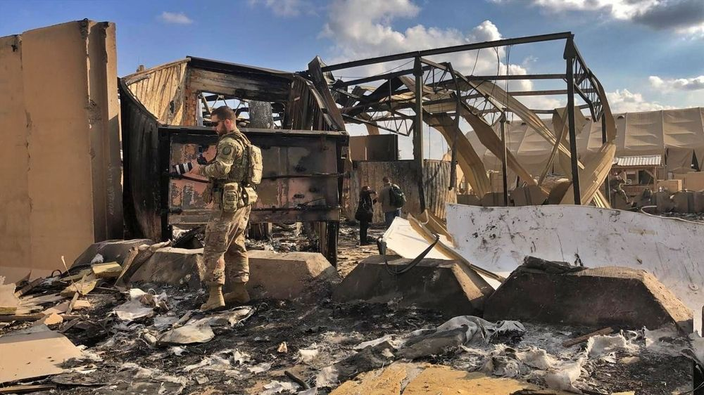 Dalam catatan militer Irak disebutkan ada 22 rudal balistik mengenai pangkalan militer AS, bukan hanya ke Ayn al-Asad tapi juga ke pangkalan di Irbil, Irak. (AP Photo/Qassim Abdul-Zahra)