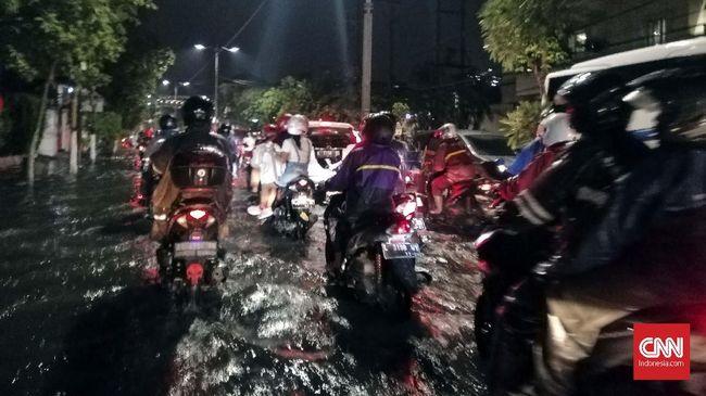 Surabaya Banjir, Sejumlah Jalan Protokol Tergenang