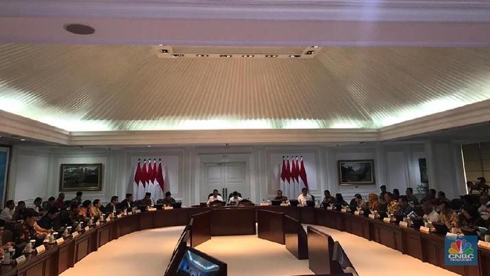 Demikian disampaikan Jokowi saat memimpin rapat terbatas dengan topik persiapan pemindahan ibu kota di Kantor Presiden, Jakarta, Rabu (15/1/2020)