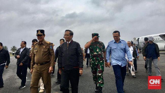 Kunjungi Natuna, Mahfud-Edhy Rapat di Kapal Perang