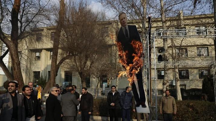 Demo Iran Rusuh, Kali Ini Inggris Jadi Sasaran