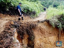 Longsor, CT Arsa Kirim Genset & Lampu ke Desa Terisolir