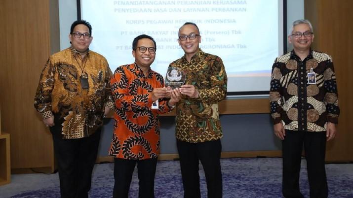 Melalui kerjasama ini, Bank BRI bersama group-nya berkomitmen untuk menyediakan layanan keuangan terintegrasi bagi anggota KORPRI di seluruh Indonesia.