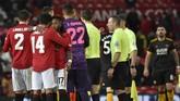 Para pemain Setan Merah merayakan kemenangan 1-0 atas Wolverhampton sekaligus memastikan ke babak keempat Piala FA. (AP Photo/Rui Vieira)