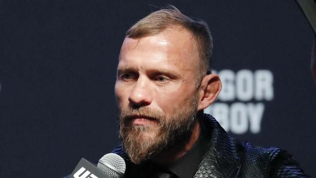 Donald Cerrone berbicara dalam konferensi pers UFC 246. Duel Cerrone melawan Conor McGregor jadi pertarungan non-gelar kelas welter UFC. (AP Photo/John Locher)
