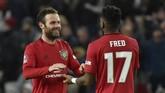 Gelandang Setan Merah Juan Mata (kiri) selebrasi gol bersama Fred. Dia mencetak satu-satunya gol kemenangan MU ke gawang Woves di menit ke-67. (AP Photo/Rui Vieira)