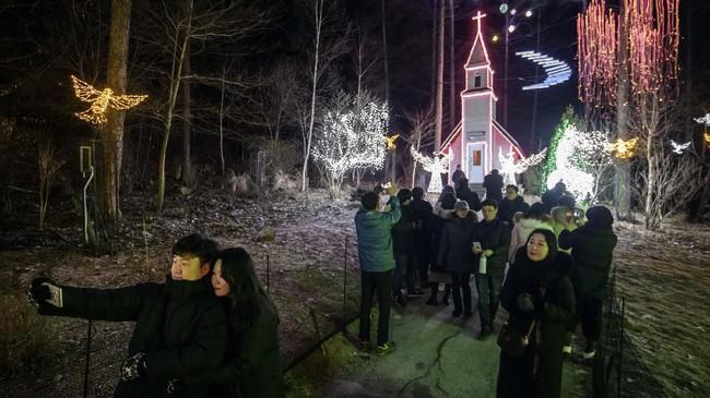 Selain taksi, Gangbyeon juga bisa dikunjungi dengan kereta, kereta bawah tanah, dan bus. (AFP/Ed Jones)