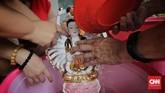 Pencucian itu disebut hanya memakai sabun deterjen dan air, tanpa ada ritual lebih lanjut. (CNN Indonesia/Adhi Wicaksono)