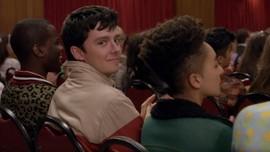 Kebahagiaan Otis 'Diganggu' Maeve di Sex Education 2