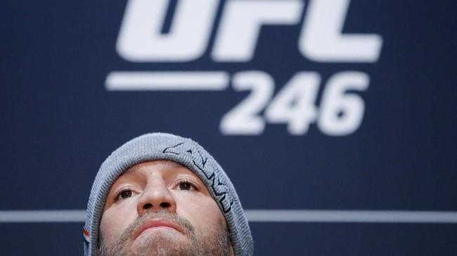 Conor McGregor mengaku lebih siap jelang melawan Donald Cerrone daripada pertarungan-pertarungan sebelumnya. McGregor tidak pernah minum alkohol jelang melawan Cerrone. (AP Photo/John Locher)