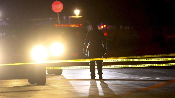 Police investigate after four people were killed and fifth person was injured in a shooting at a Grantsville, Utah, home Friday, Jan. 17, 2020. The suspected shooter was taken into custody by Grantsville police, the Deseret News reported. Grantsville Mayor Brent Marshall said the victims and the shooter are all related, the newspaper reported. (Steve Griffin/The Deseret News via AP)