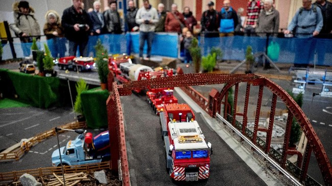 Pameran miniatur London Mdel Engineering Exhibition digelar di Alexandra Palace, London, Inggris. (Photo by Tolga Akmen / AFP)