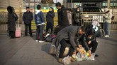 Momen ini jadi peristiwa mudik terbesar di dunia lantaran 3 miliar warga China bakal bepergian ketika Imlek menjelang. (AP Photo/Mark Schiefelbein)