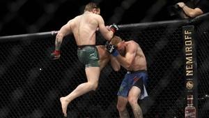 FOTO: Kemenangan TKO 40 Detik McGregor di UFC 246