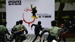 Bubarkan Demonstran Hong Kong, Polisi Tembakkan Gas Air Mata