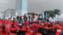 Demo Omnibus Law, Massa Buruh Berkumpul di Depan DPR
