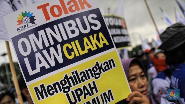 Omnibus law cipta lapangan kerja masih belum dirilis resmi pemerintah.