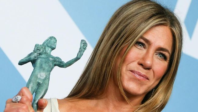 Jennifer Aniston Tak Percaya Diperhatikan Brad Pitt