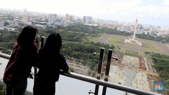 Pemprov DKI Jakarta melakukan revitalisasi kawasan Monas, Jakarta Pusat.