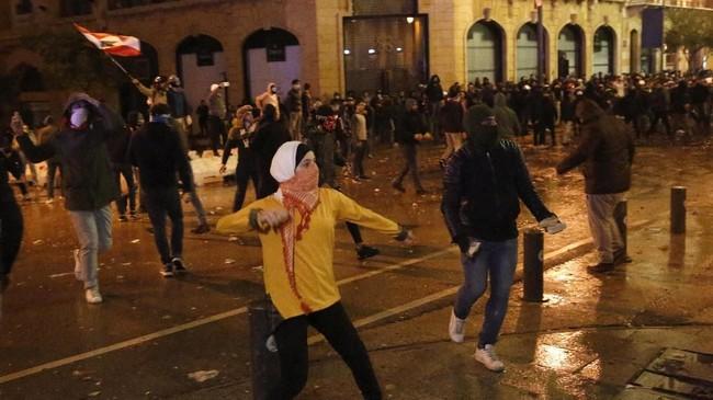 Warga Libanon menuntut pemerintahan yang baru harus bisa tanggap mencari jalan keluar dari krisis ekonomi. (AP Photo/Hussein Malla)