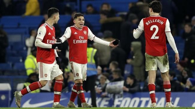 Keunggulan Chelsea hanya bertahan tiga menit. Memasuki menit ke-87, Arsenal menyamakan kedudukan untuk kali kedua. TembakanHector Bellerin tak bisa dihalau Arrizabalaga. (AP Photo/Matt Dunham)