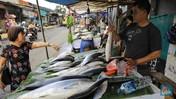 Intip Ramai Pedagang Ikan Bandeng di Rawa Belong Jelang Imlek