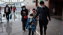 Penumpang Bermasker di Penerbangan Terakhir dari Wuhan