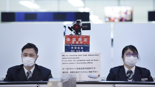Virus ini telah menginfeksi 440 orang di 13 provinsi dan kota. (Photo by STR / JIJI PRESS / AFP) / Japan OUT