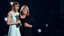 Ibu Taylor Swift Idap Tumor Otak Usai Didiagnosis Kanker