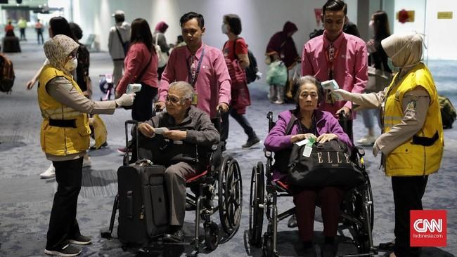 Hal itu berarti orang didiagnosa mengidap penyakit tersebut dan berpotensi untuk menerapkan akan dikarantina dan diisolasi dalam perjalanan. (CNN Indonesia/ Adhi Wicaksono)