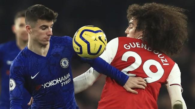 Perebutan-perebutan bola antara pemain dari kedua kesebelasan tak terhindarkan. Arsenal terus berupaya mencetak gol balasan, sementara Chelsea berambisi mempertahankan keunggulan. (AP Photo/Leila Coker)