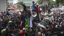FOTO: Aksi Warga Tanjung Priok di Kantor Yasonna Laoly