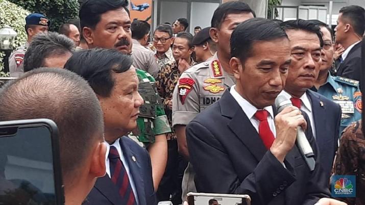 Jokowi telah memberikan kewenangan kepada Menteri Pertahanan Prabowo Subianto untuk memperkuat diplomasi pertahanan antar negara.